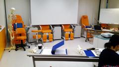 H300615_03_chair1.jpg